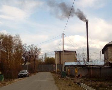 Постоянно дымит труба котельной на Новостройке