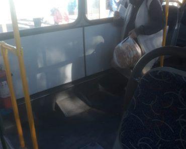 В автобусе №4 для чего убрана часть сидений?